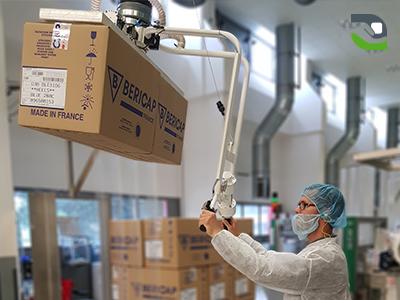 Vacuum manipulator in food industry